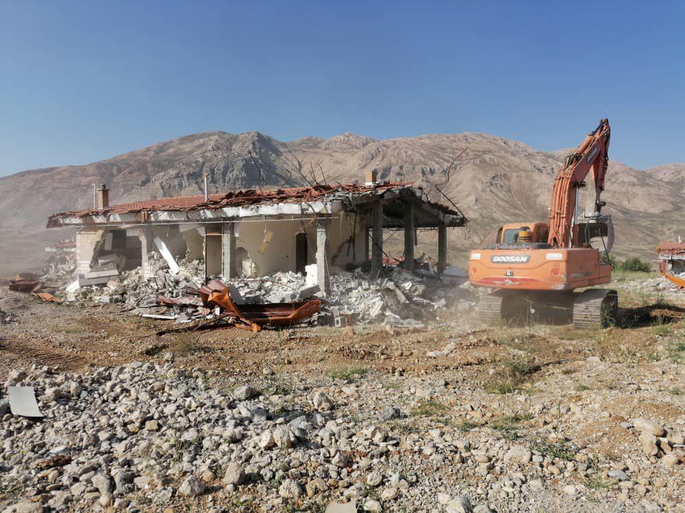 9 ویلای غیرمجاز در منطقه بیرگان شهرستان کوهرنگ تخریب شد